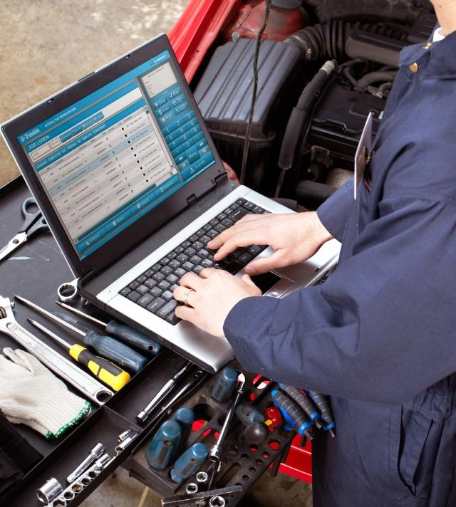 Mechanic Utilizing TMT Fleet Maintenance on Toolbox
