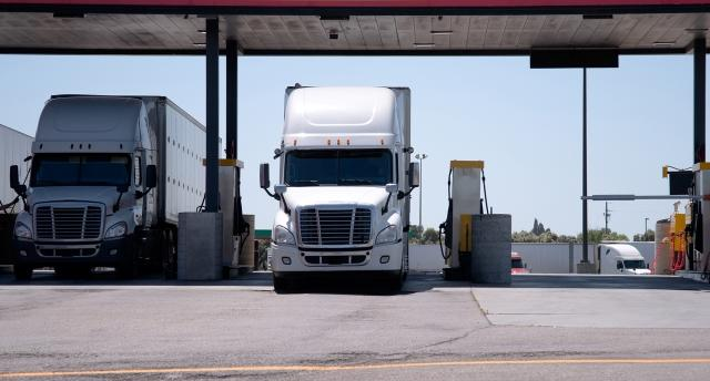 Reducing Truck Idling and Increasing Fuel Efficiency With the Right Fleet Management Technology